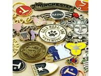Изготовление разнообразных значков с логотипом