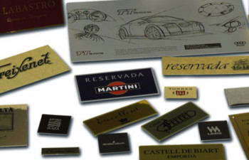 Выбор материала для металлических шильд и технических табличек