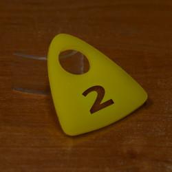 Гардеробный номерок акриловый GNA-03-26 (с прорезями)